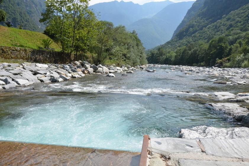 Casa al fiume vermietung ferienhaus in bignasco casa al - Whirlpool temperatur sommer ...